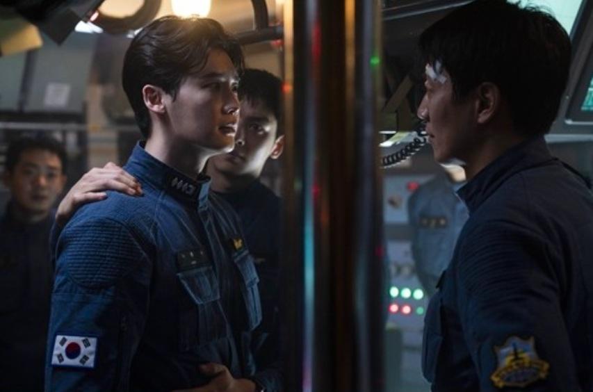 Başrollerini Lee Jong Suk, Kim Rae ve Cha Eun Woo'nun paylaştığı 'Decibel'in İlk Fotoğrafları Yayınlandı