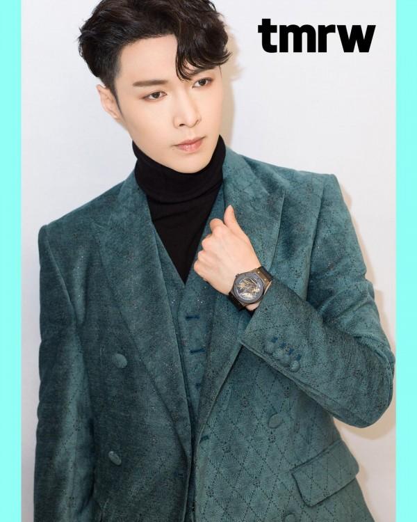 EXO Lay Ayrıca Birkaç Idol Yazarından Biri